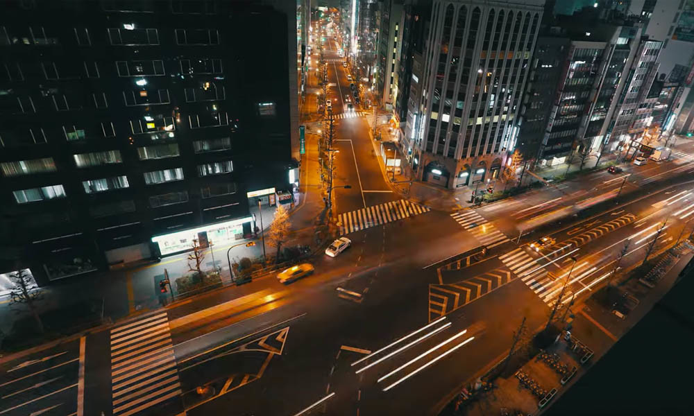 How the true dynamic in a urban traffic time-lapse can be rendered